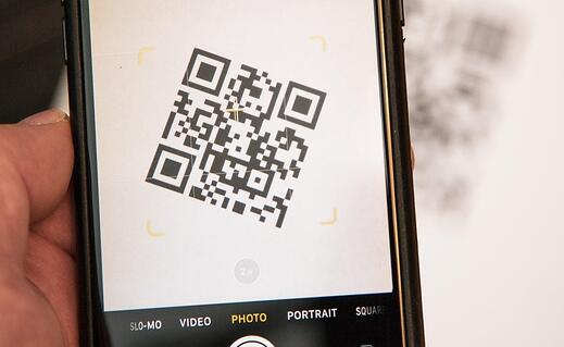 scan-qr-codes-more-easily-your-iphone.1280x600-1